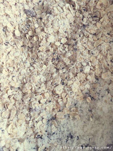 素食:燕麦芝麻大饼干的做法 步骤3