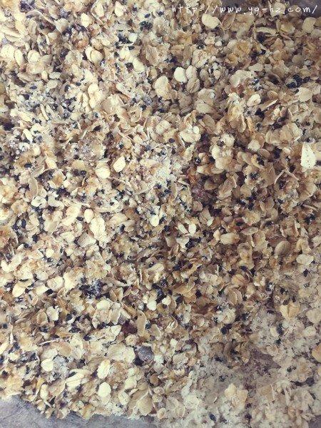 素食:燕麦芝麻大饼干的做法 步骤4
