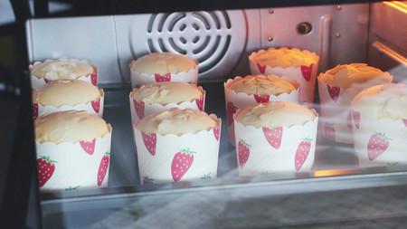 三步做出专业级戚风 纸杯蛋糕 免分蛋![视频教学]的做法 步骤7