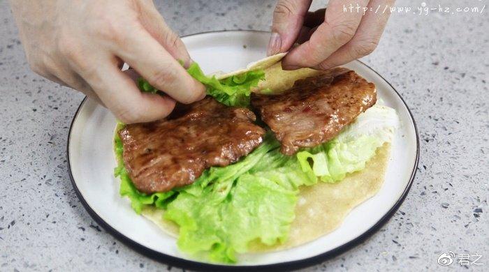 烤里脊肉全麦卷饼,哇,又美味又低脂!