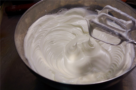 酸奶戚风蛋糕(26厘米定制烤盘)的做法 步骤10