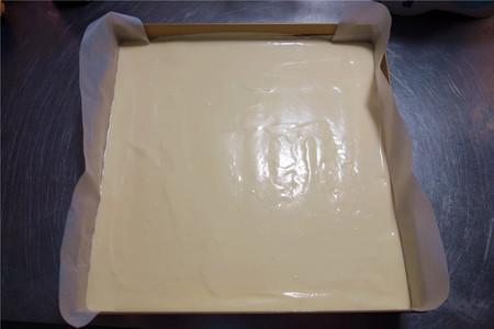酸奶戚风蛋糕(26厘米定制烤盘)的做法 步骤16