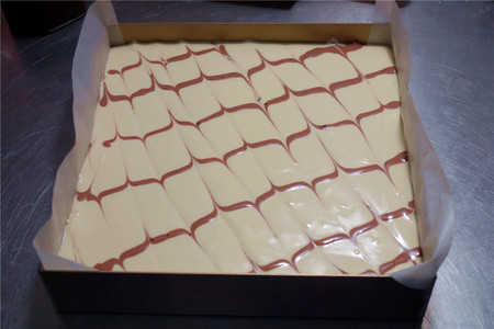酸奶戚风蛋糕(26厘米定制烤盘)的做法 步骤21