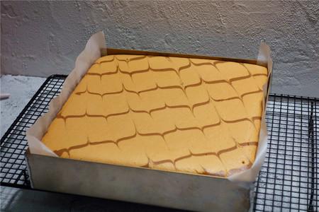 酸奶戚风蛋糕(26厘米定制烤盘)的做法 步骤23
