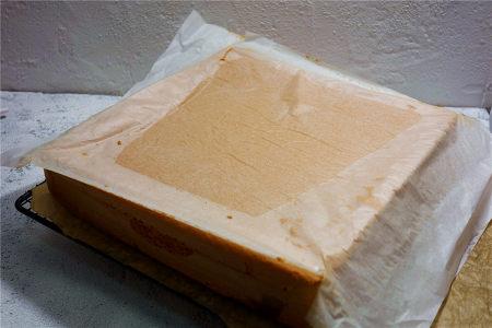 酸奶戚风蛋糕(26厘米定制烤盘)的做法 步骤24