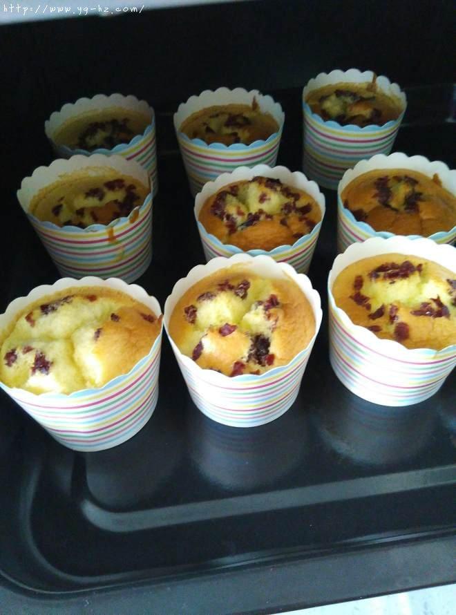 蔓越莓纸杯戚风小蛋糕的做法