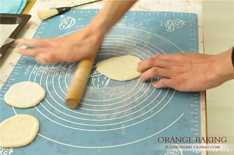一口气可以干掉六个的 Mini意式披萨!的做法 步骤3