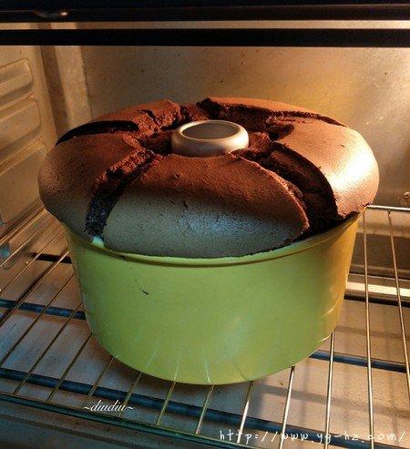 不消泡的可可巧克力戚风蛋糕的做法 步骤16