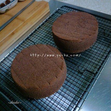 不消泡的可可巧克力戚风蛋糕的做法 步骤18