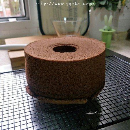 不消泡的可可巧克力戚风蛋糕的做法 步骤19