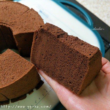 不消泡的可可巧克力戚风蛋糕的做法 步骤21