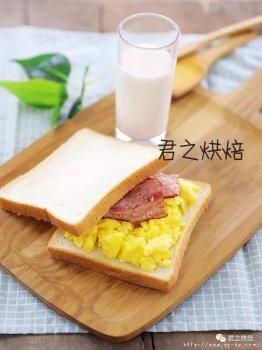 早餐的培根炒蛋三明治,开启元气满满的一天。