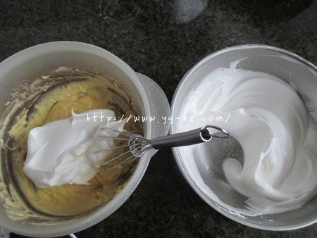 无油酸奶蛋糕6寸(2蛋)的做法 步骤7