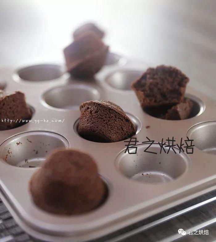 来,5个简单步骤做出超好吃的巧克力小蛋糕