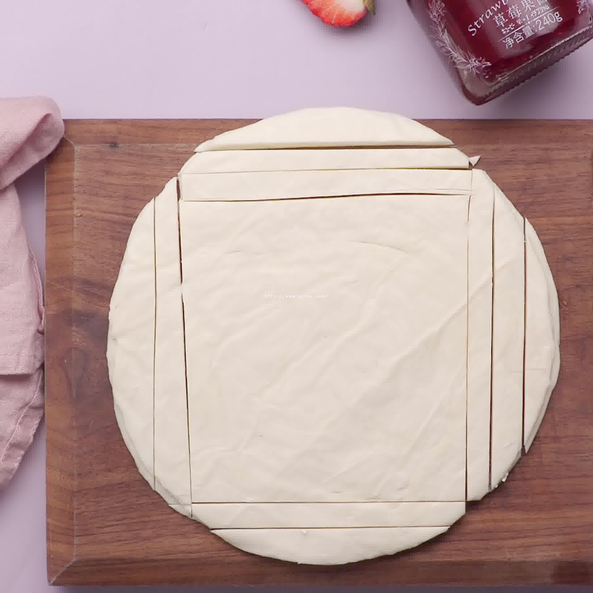 手抓饼草莓派的做法 步骤2