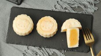 咸蛋黄奶黄冰皮月饼的做
