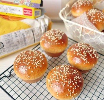 香葱培根色拉杯子面包的