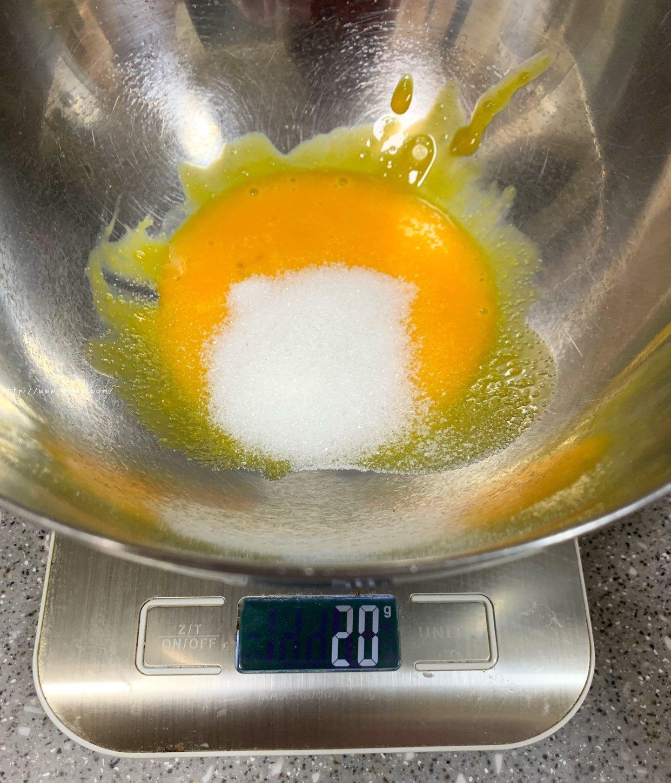 六寸#抹茶斑马纹酸奶戚风蛋糕的做法 步骤2