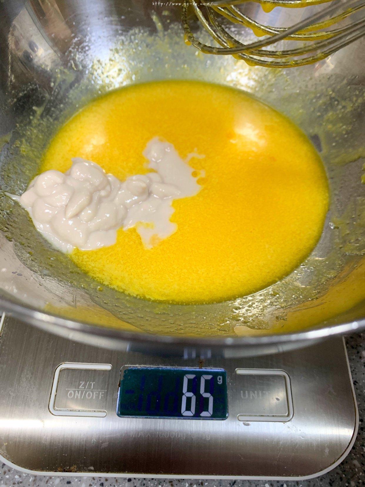 六寸#抹茶斑马纹酸奶戚风蛋糕的做法 步骤4
