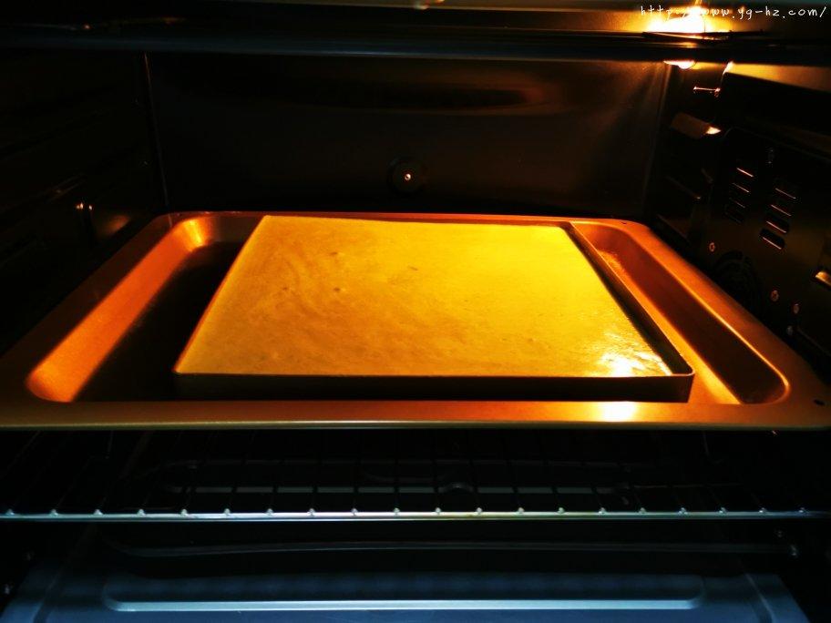 抹茶蛋糕卷的做法 步骤18
