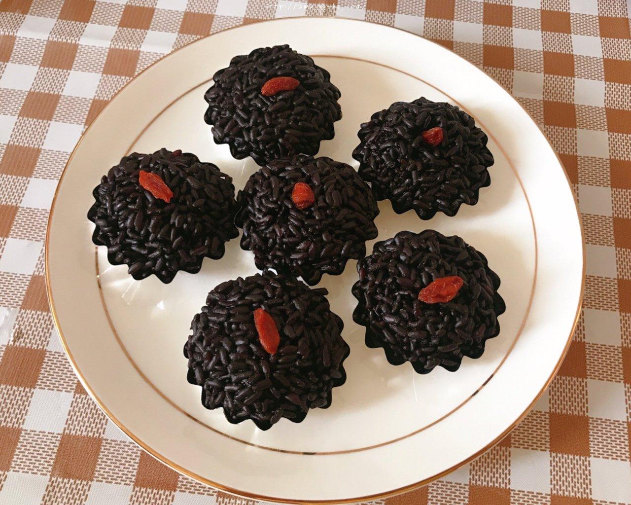 简单易学的广东点心黑米糕的做法