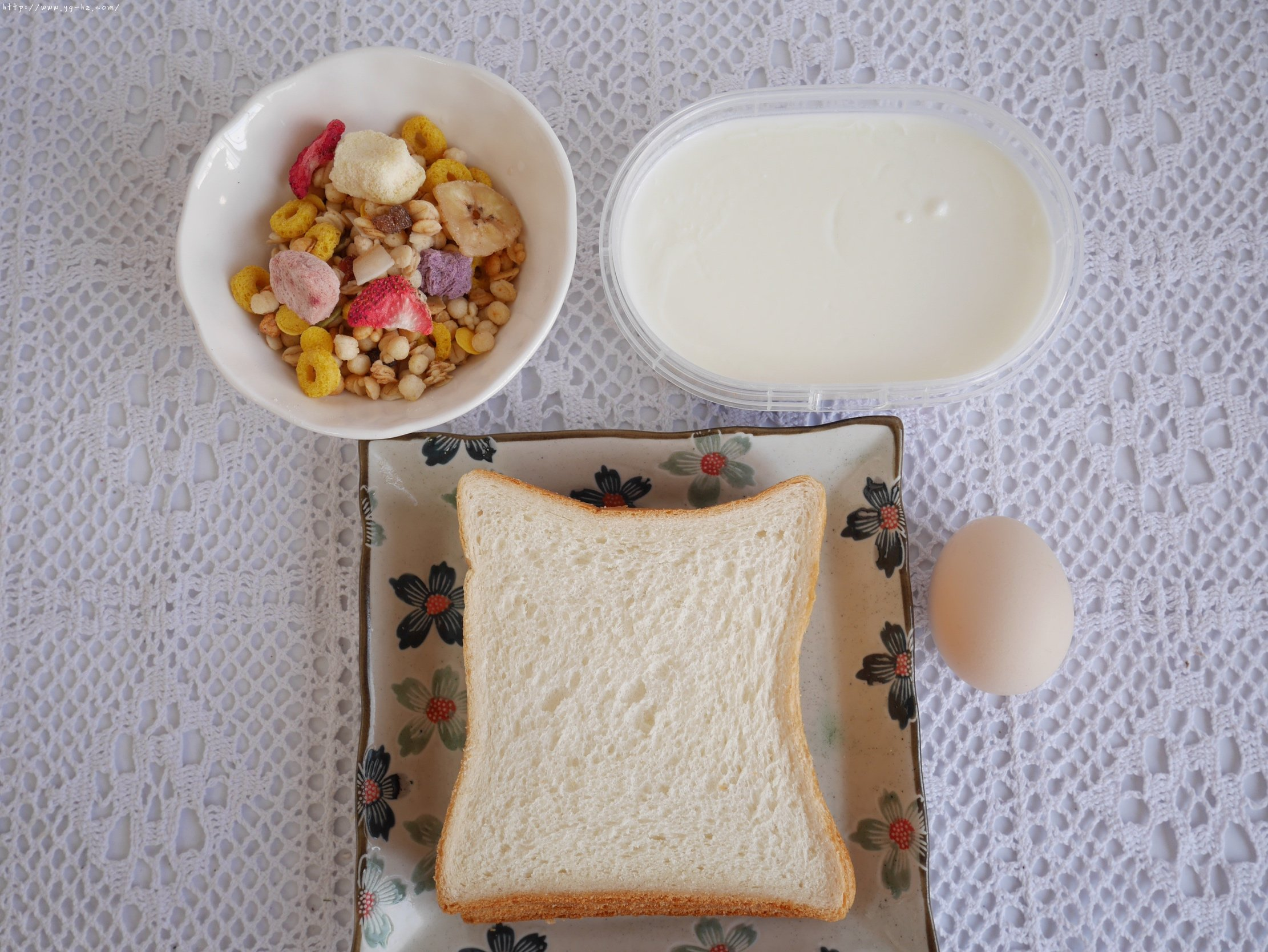 5分钟快手早餐酸奶吐司卷低脂不胖的做法 步骤1
