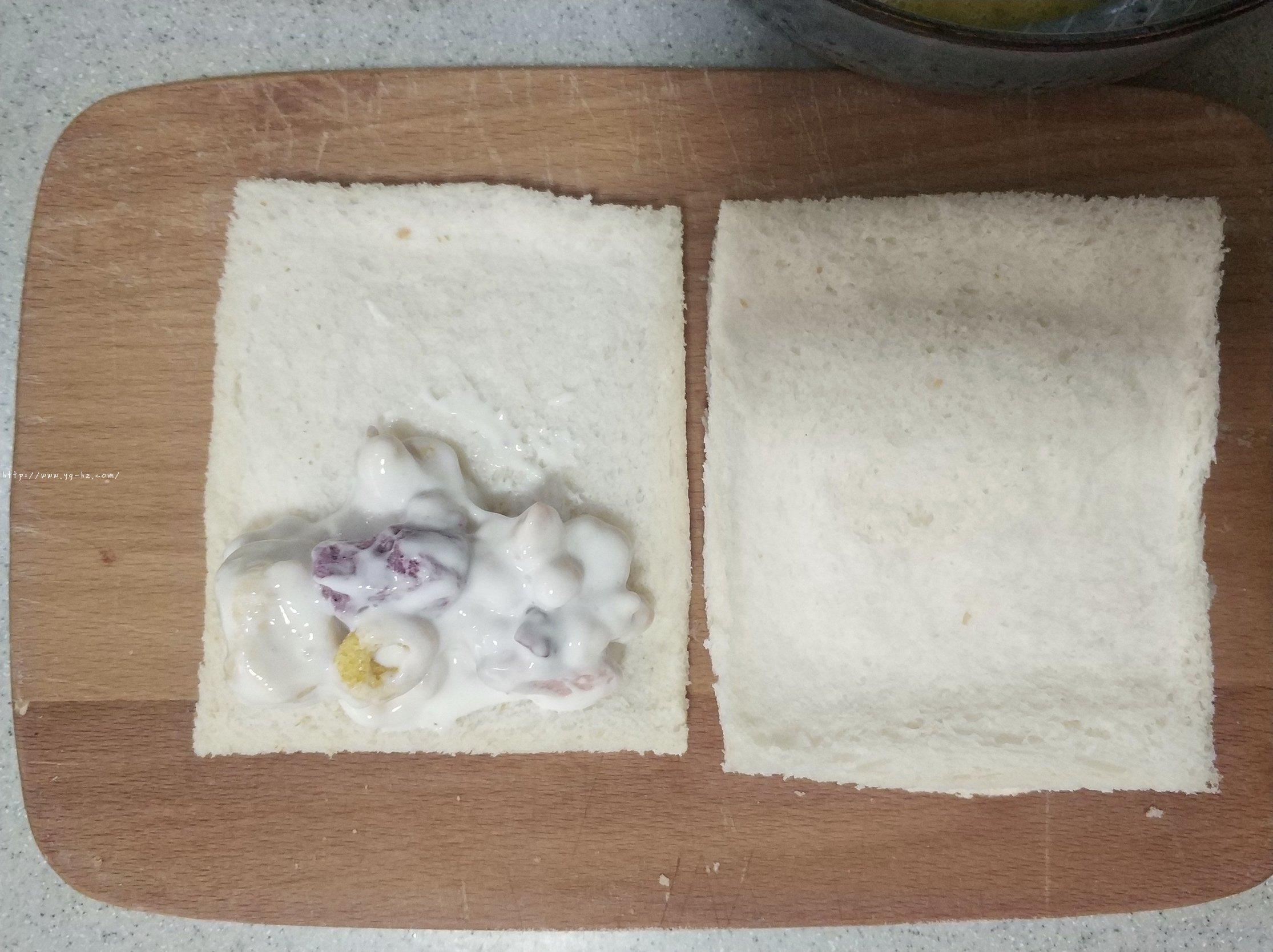 5分钟快手早餐酸奶吐司卷低脂不胖的做法 步骤5
