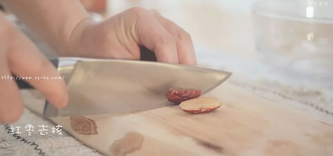 补铁、补血、香甜蓬松的红枣发糕,不需揉面,蒸一蒸就可以了的做法 步骤2