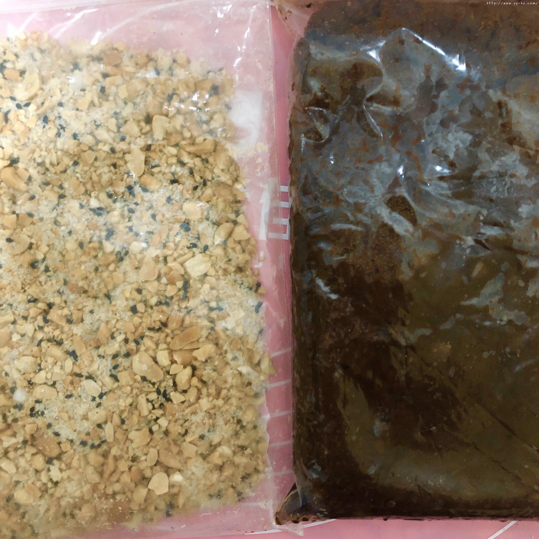 妈妈的最爱--花生芝麻糯米糍凉糕(附带烤花生做法)的做法 步骤5