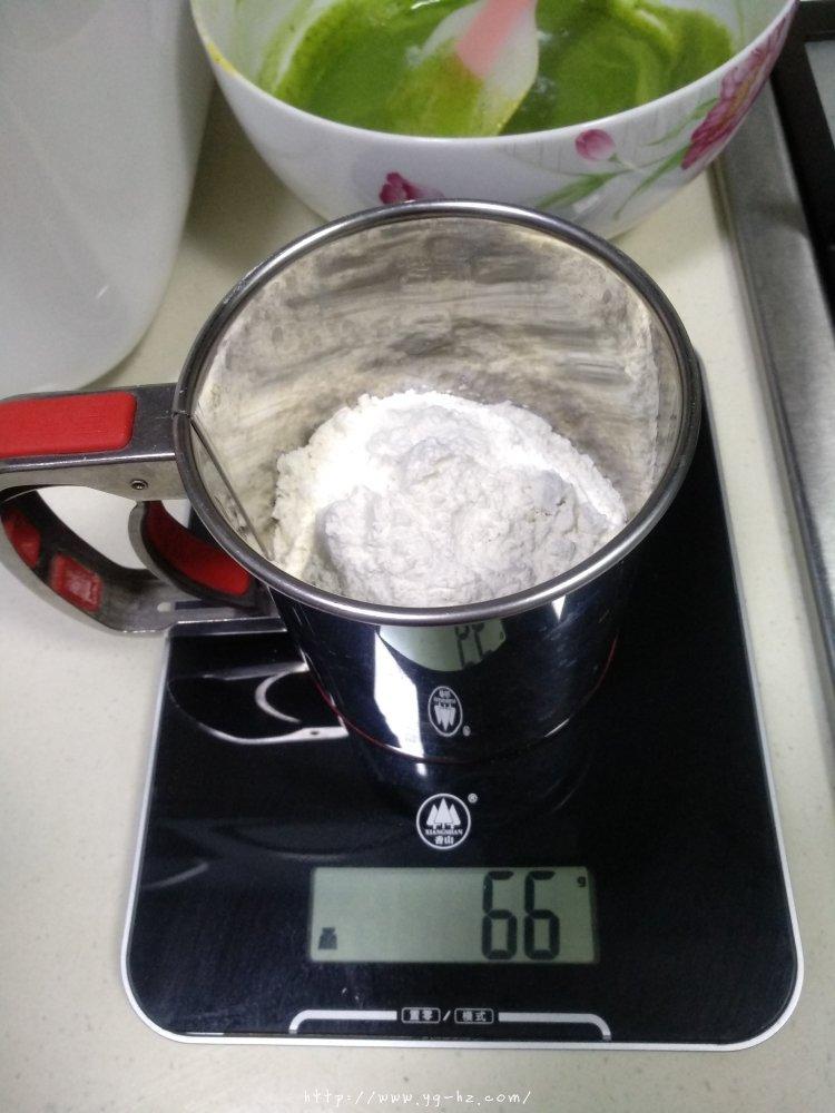 抹茶蛋糕卷(超详细)的做法 步骤9