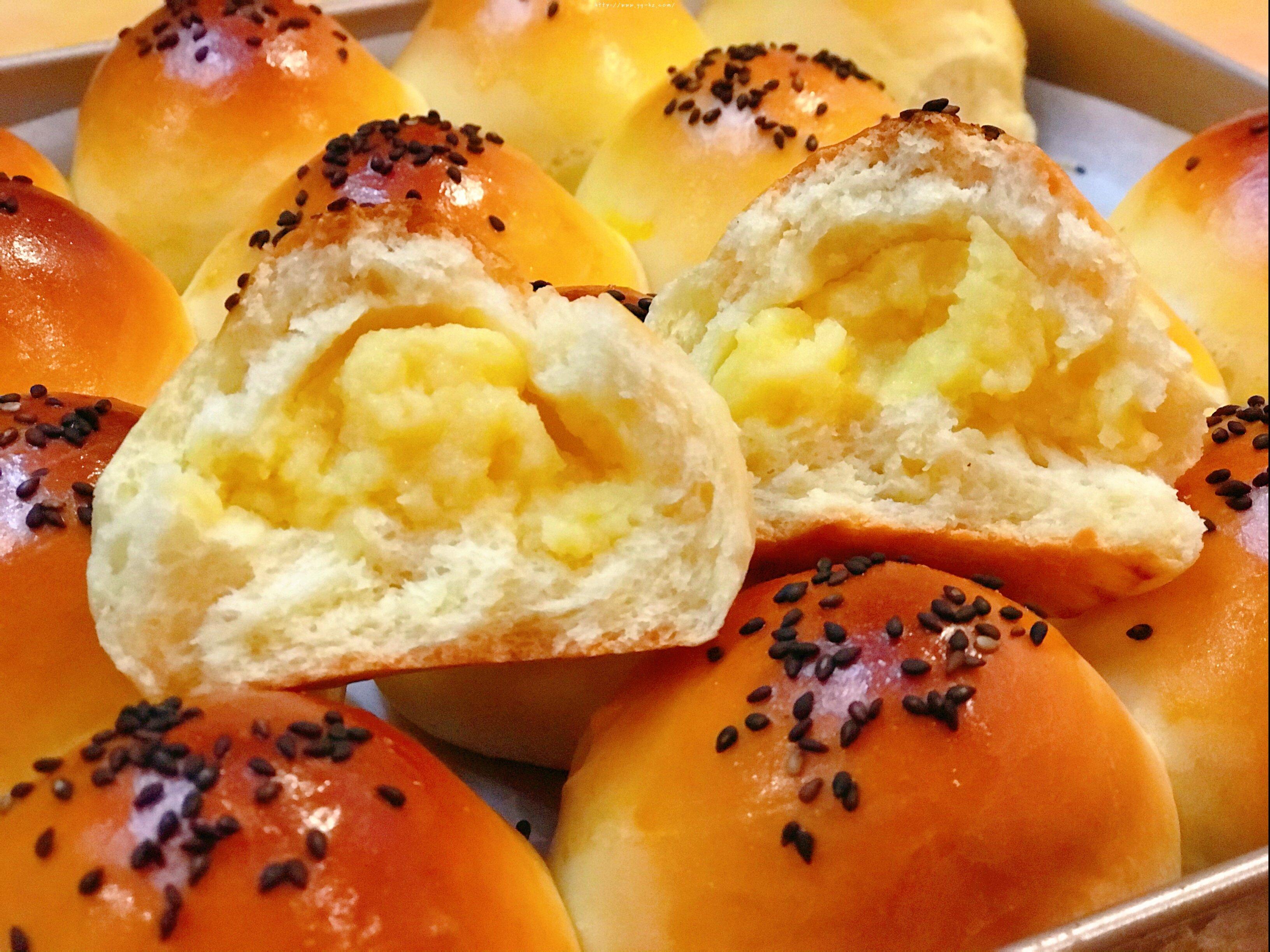 黄油奶黄小餐包~超香的哦的做法