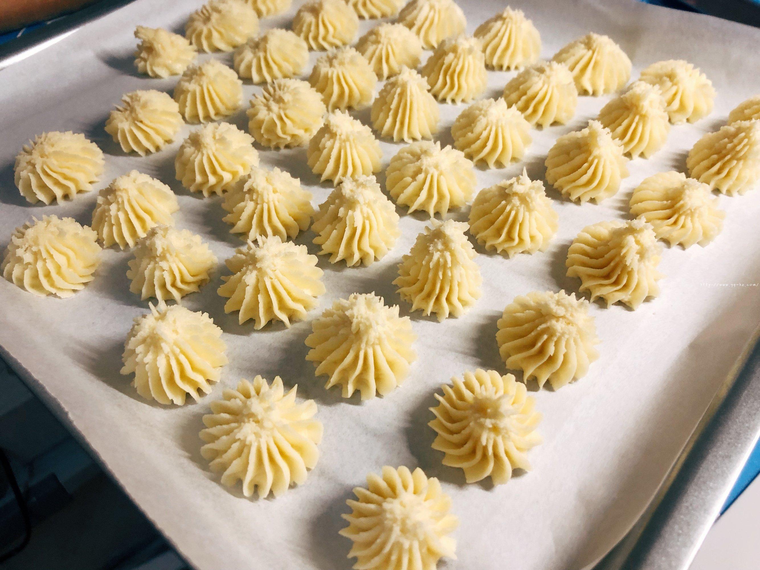 酥到掉渣 在家做超好的醇香曲奇饼干的做法 步骤6