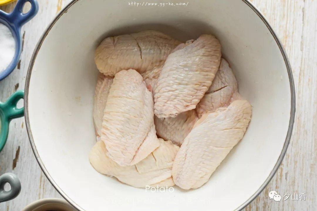 懒人版烤鸡翅-表皮酥脆,肉质嫩而多汁,超香的做法 步骤2