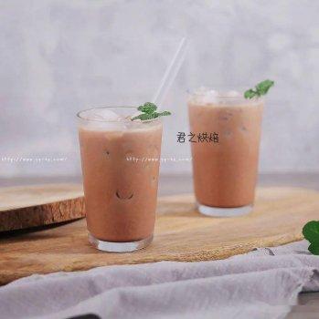 来杯自制冰奶茶吧!
