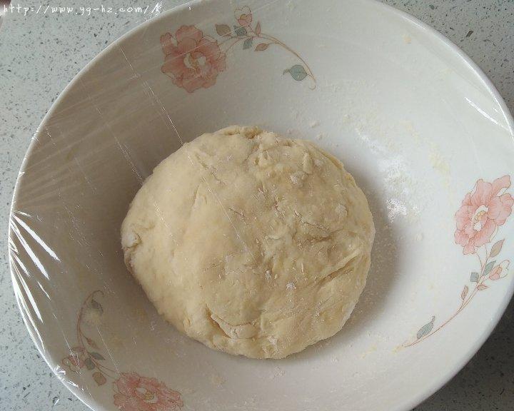 披萨饼皮(普通面粉版)的做法 步骤2