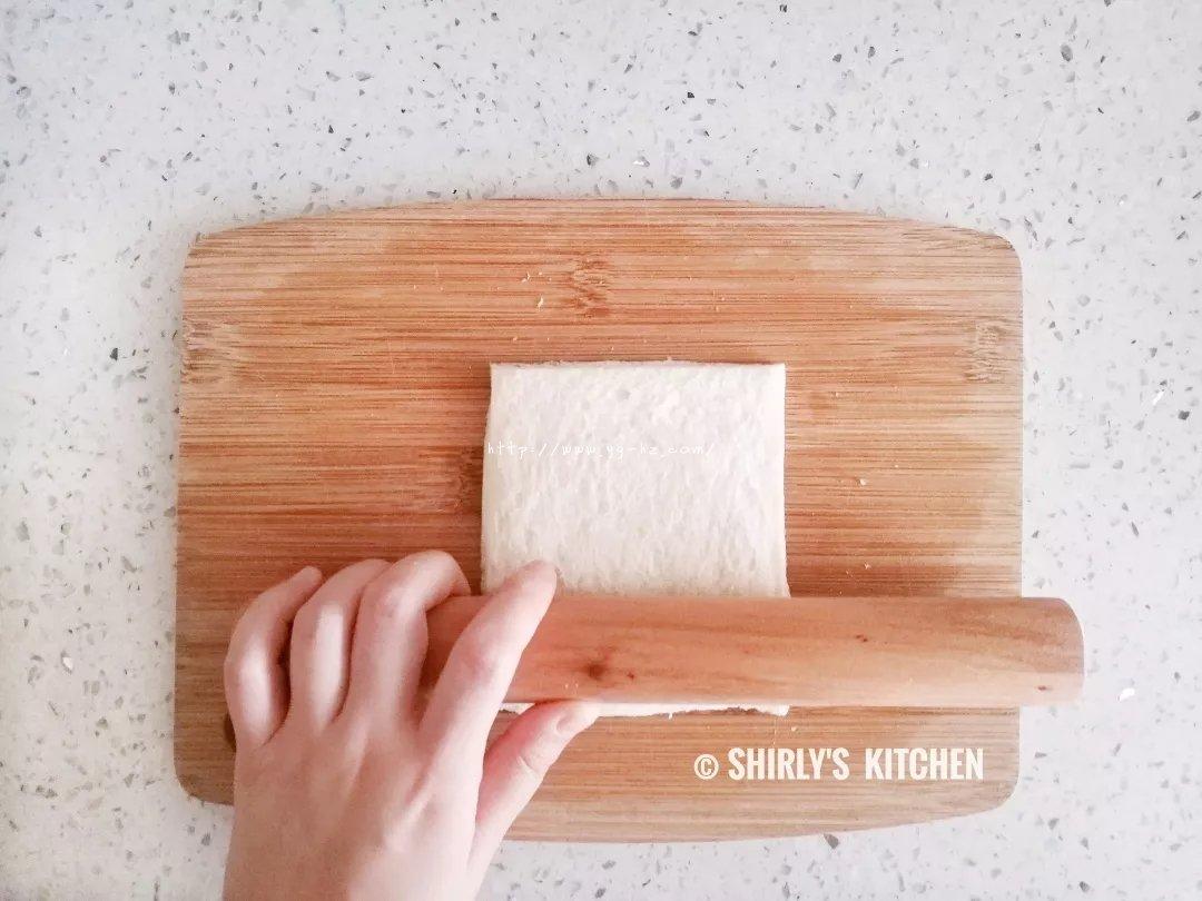 超简单的吐司版芒果派Wrapped Toast with Mango的做法 步骤2