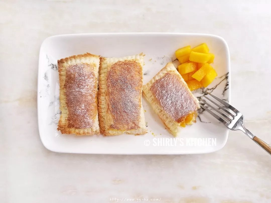 超简单的吐司版芒果派Wrapped Toast with Mango的做法 步骤6