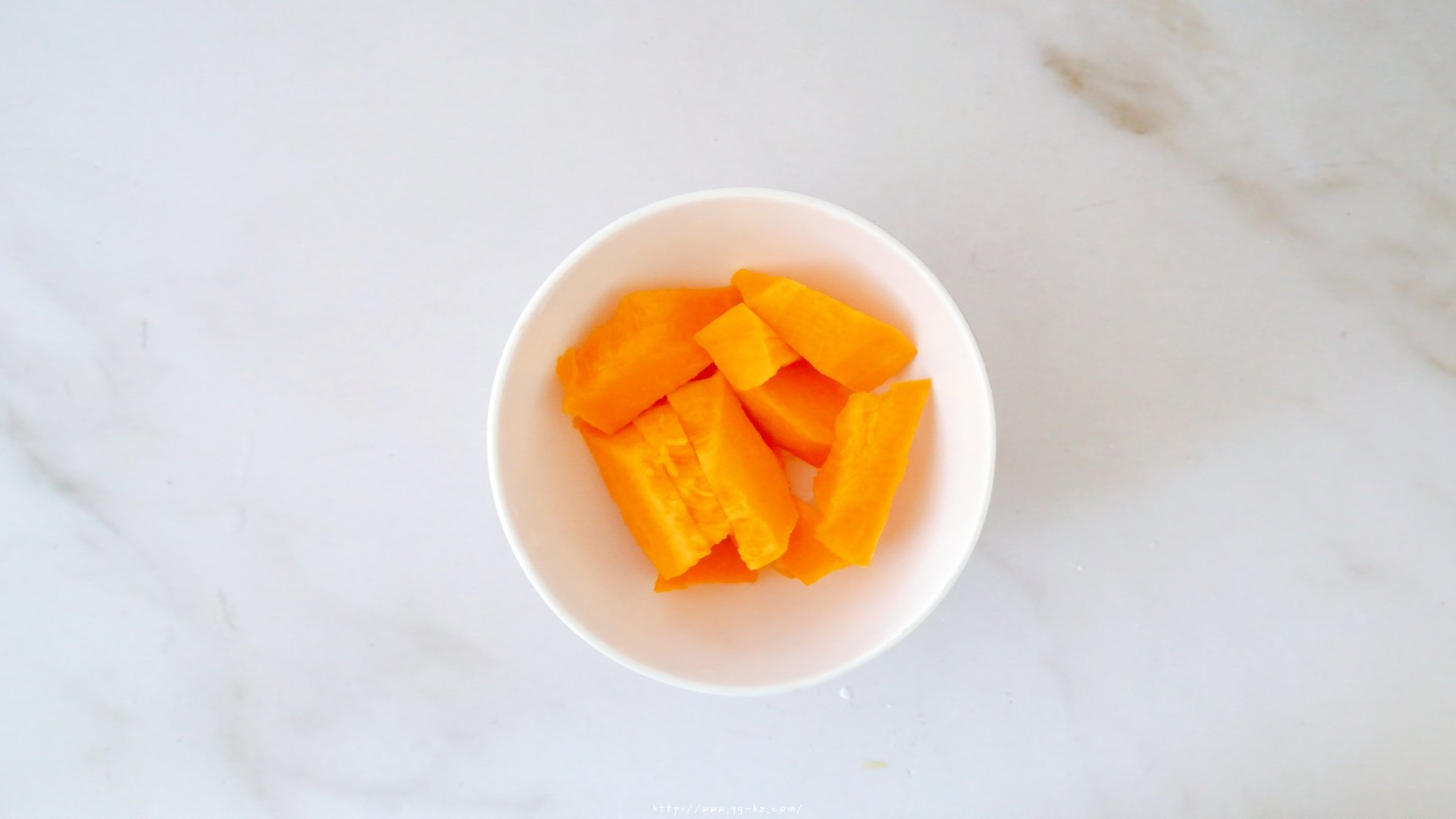 6寸南瓜戚风蛋糕,少糖少油版的做法 步骤2