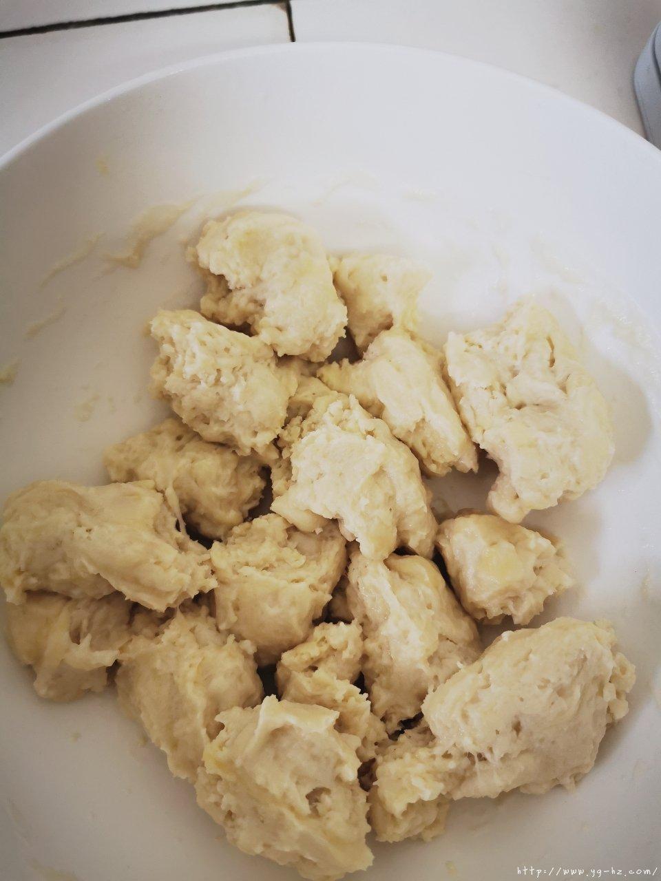 柔软蜂蜜小餐包(水合法.手揉不失手版)的做法 步骤5