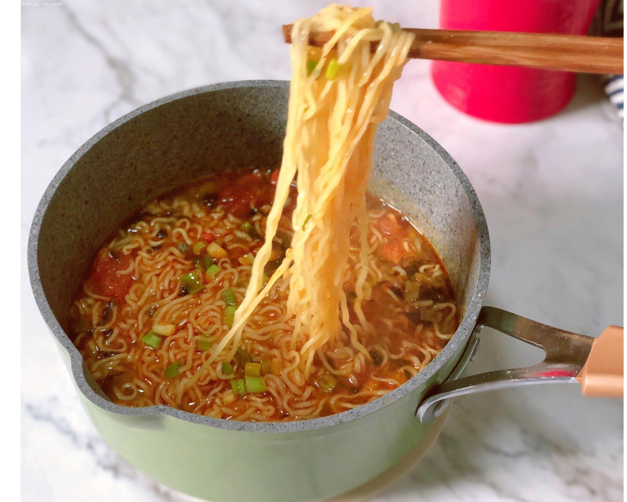 超好吃的西红柿浓汤泡面的做法 步骤8