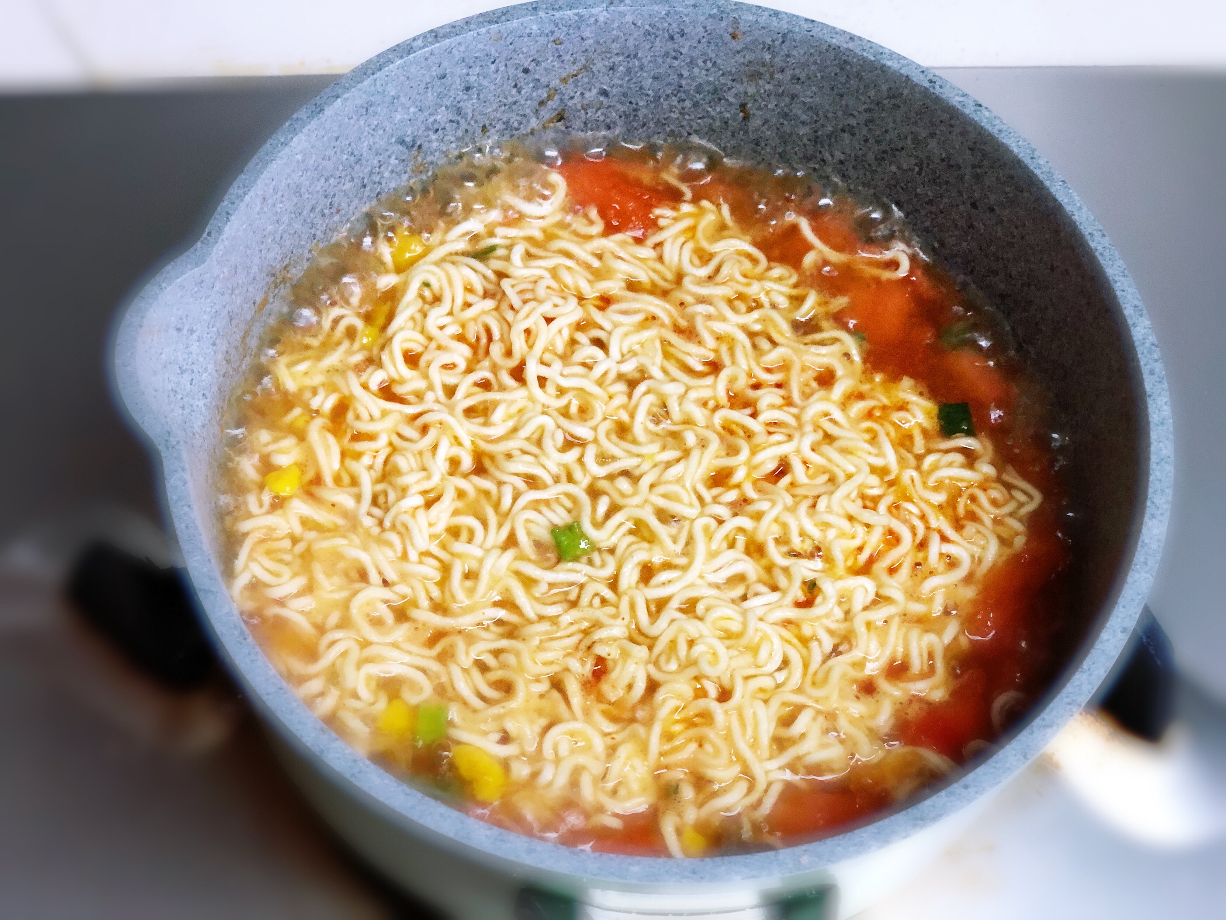 超好吃的西红柿浓汤泡面的做法 步骤6
