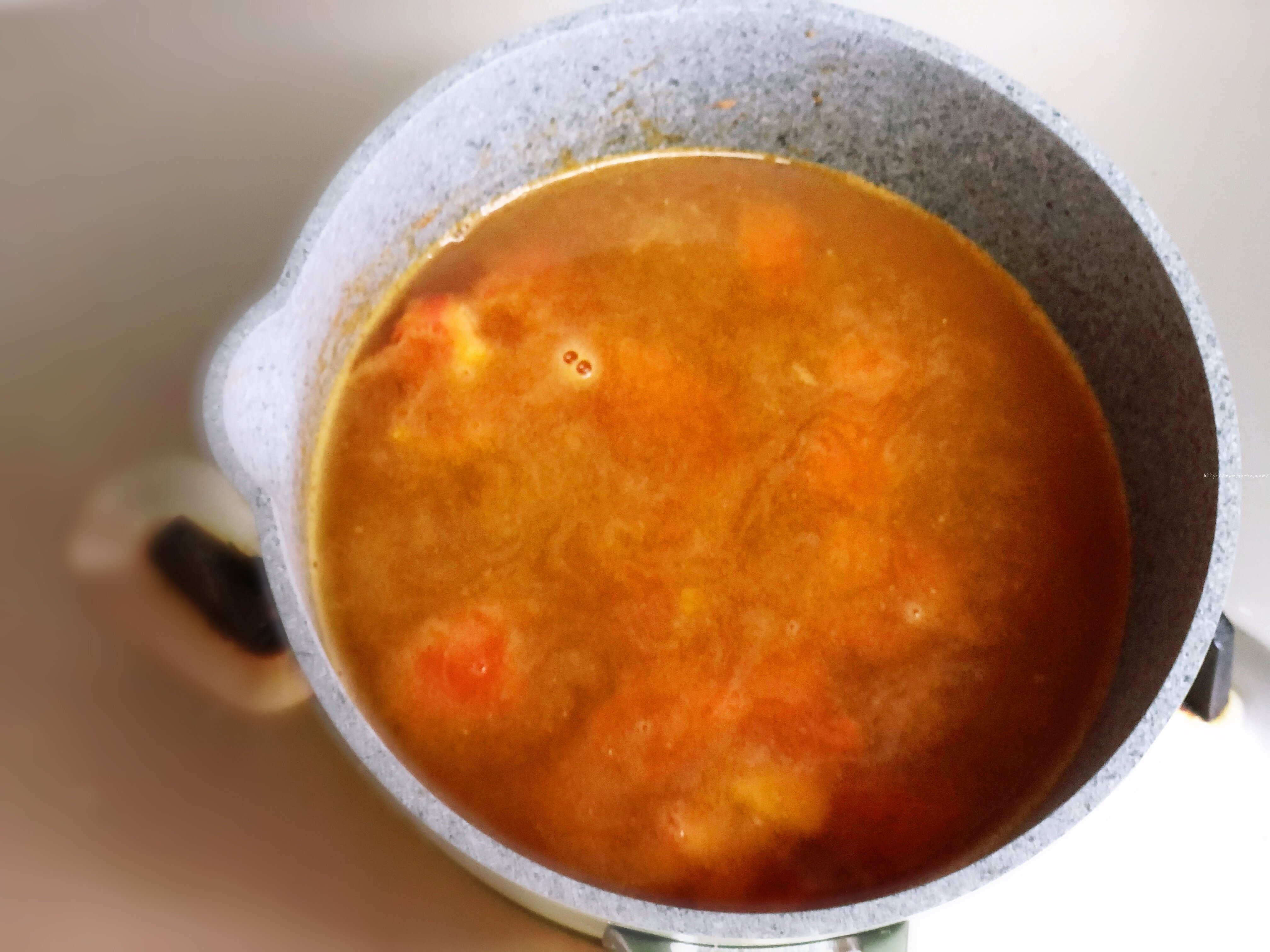 超好吃的西红柿浓汤泡面的做法 步骤3