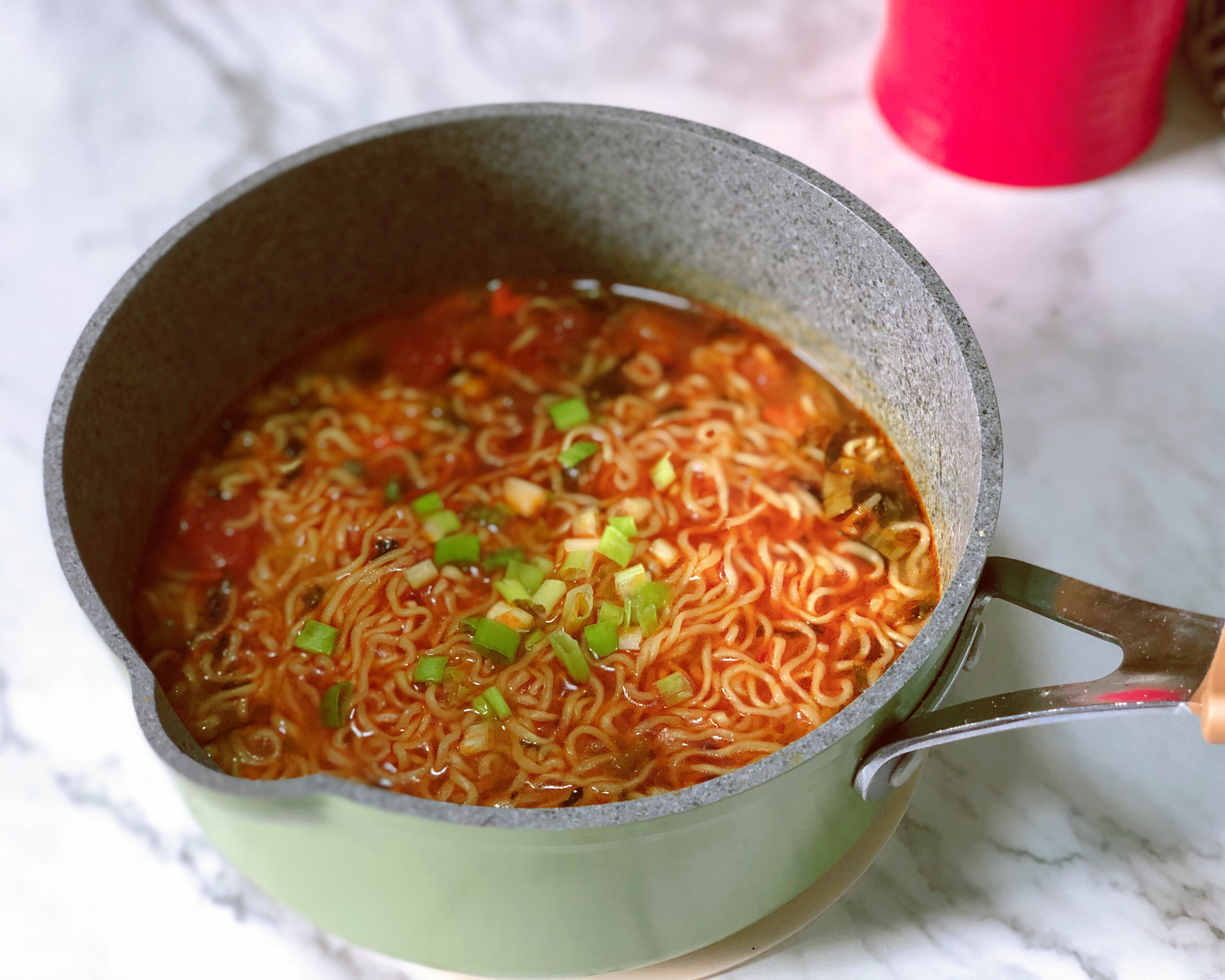 超好吃的西红柿浓汤泡面的做法 步骤7