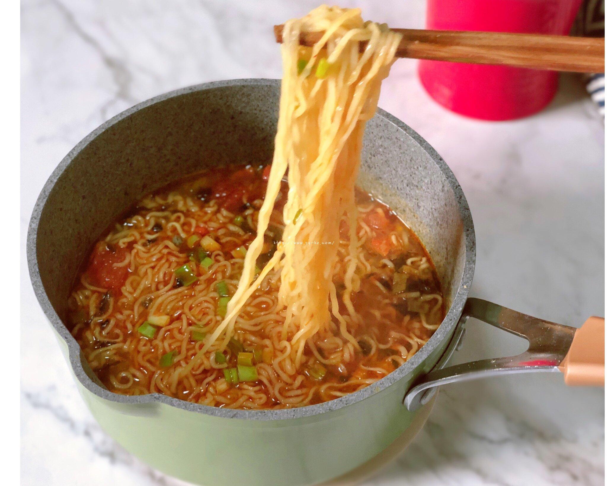 超好吃的西红柿浓汤泡面的做法