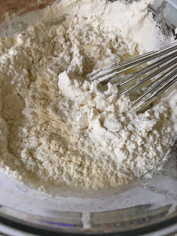 六寸戚风蛋糕(掌握这几点,做戚风就跟煮米饭一样简单)的做法 步骤3