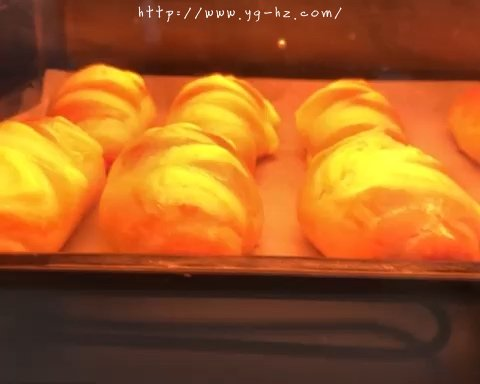 香甜软绵的卡士达夹心面包(后酵母法)的做法 步骤15