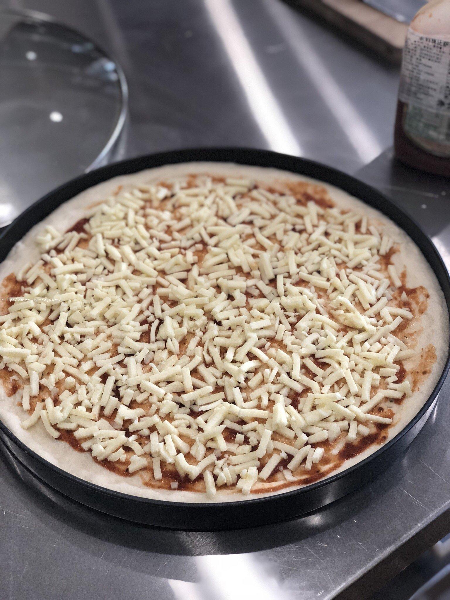 必胜客比萨家庭版~铁盘厚底比萨的做法 步骤17