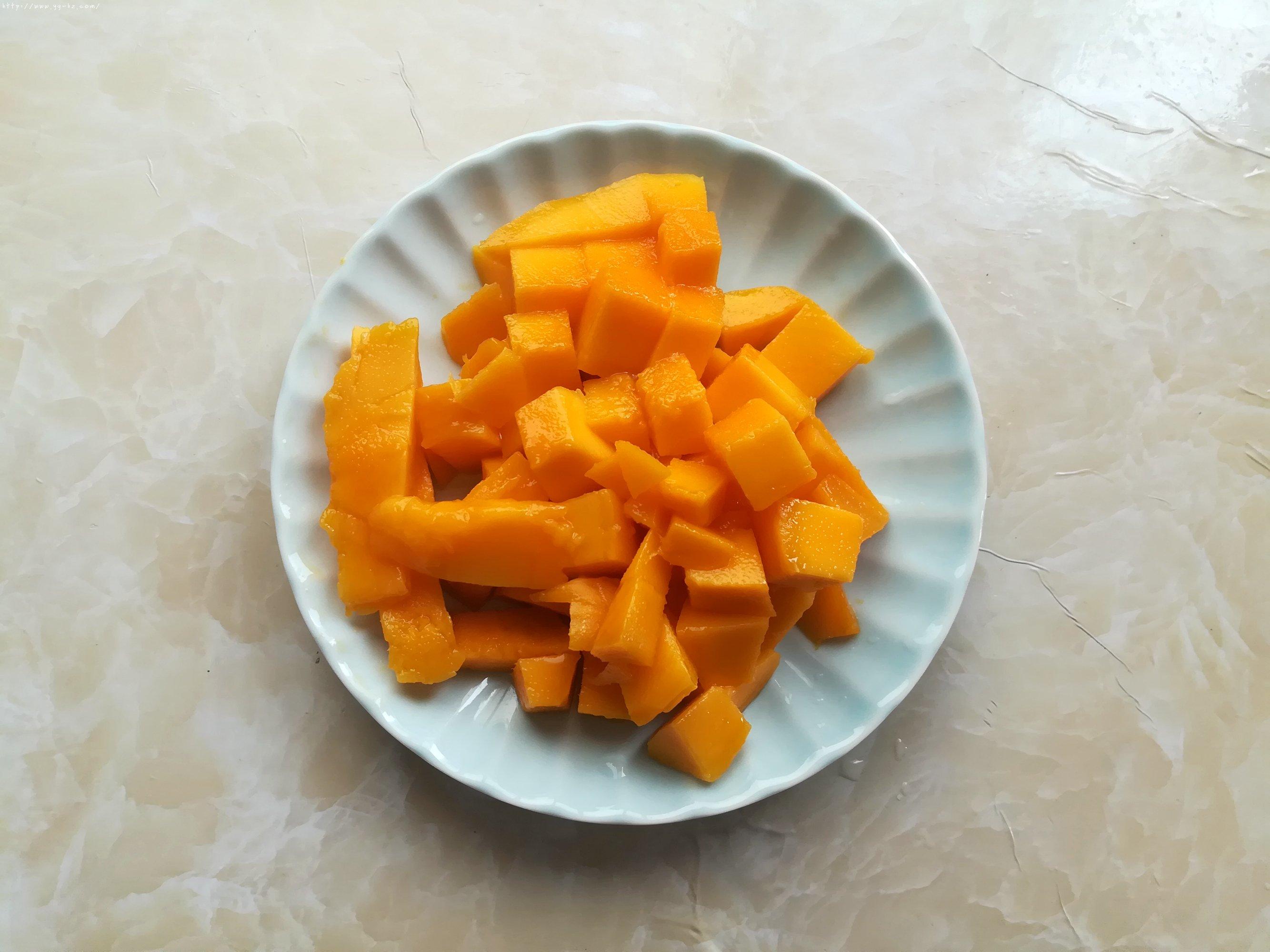 牛奶芒果西米露的做法 步骤3