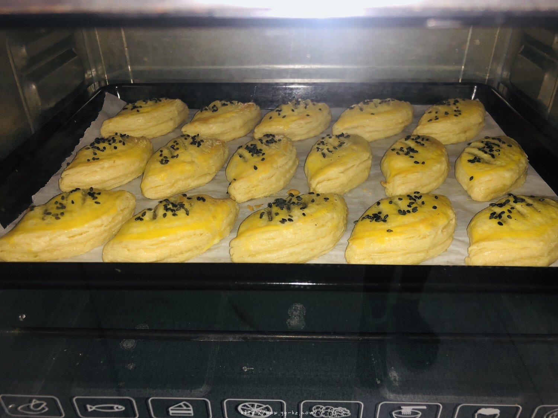 蛋挞皮版红豆酥的做法 步骤9