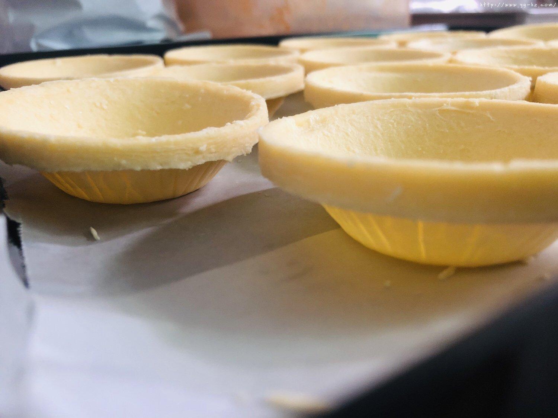 蛋挞皮版红豆酥的做法 步骤2